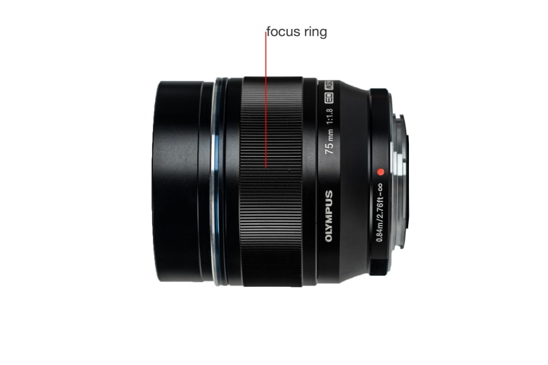 A side view of the M.Zuiko 75mm f/1.8.
