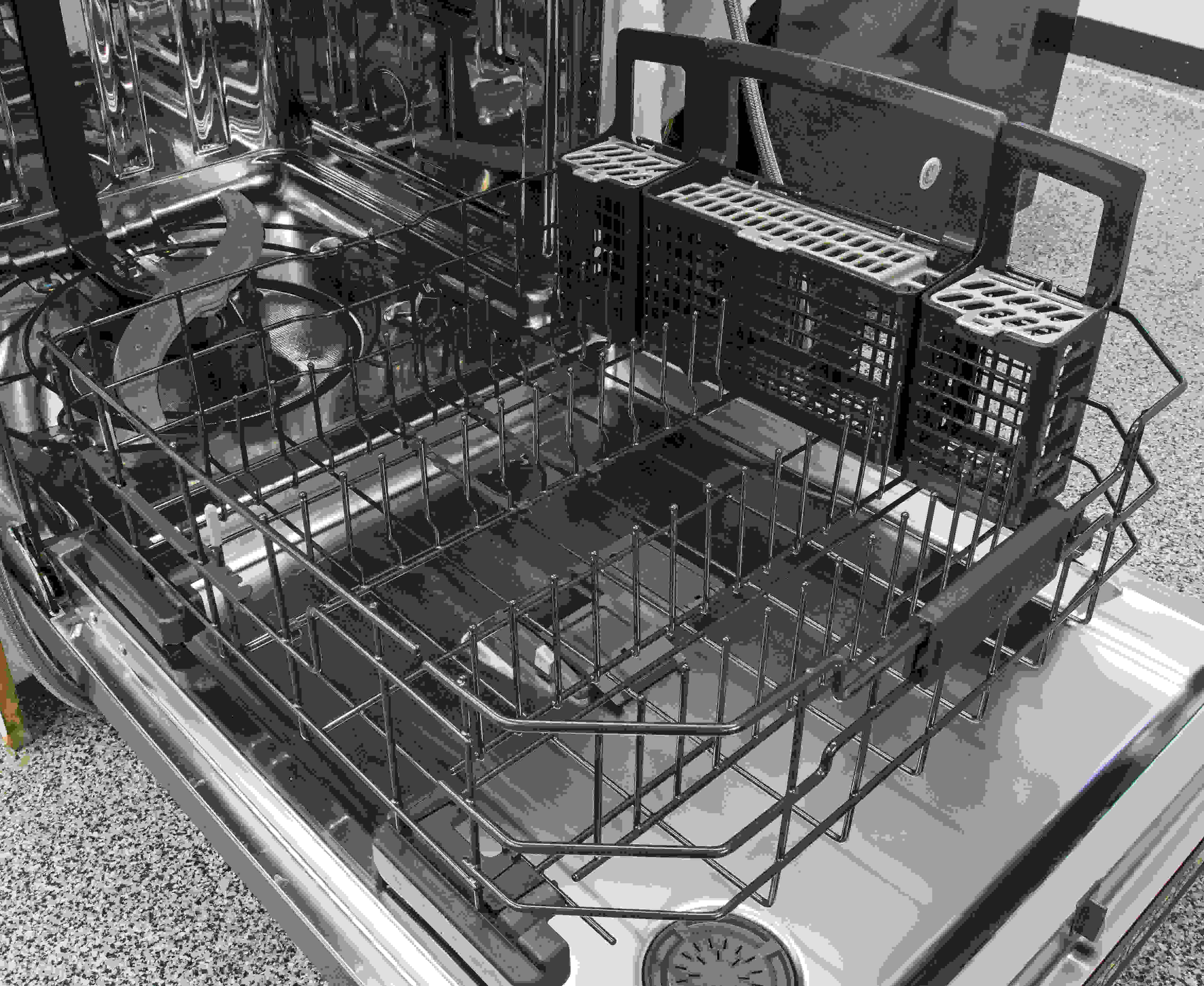 The straightforward lower rack doesn't have many bells and whistles, but the removable cutlery basket can be split into three sections for customizable usage.