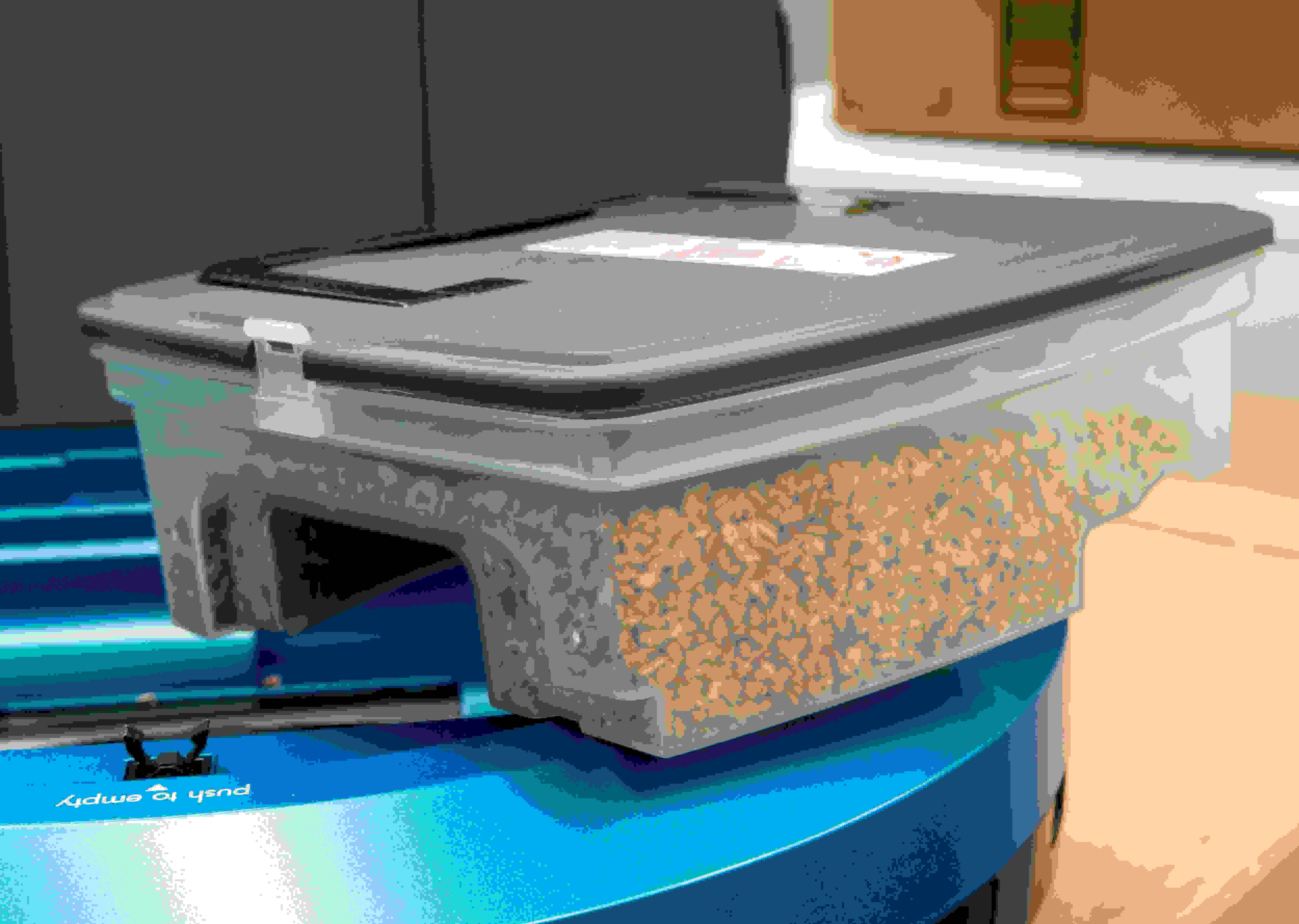 The dust bin pretty standard, but sometimes leaks debris.