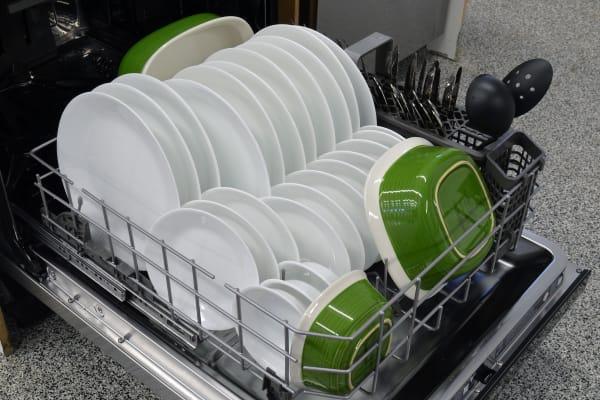 KitchenAid KDTM704ESS bottom rack capacity