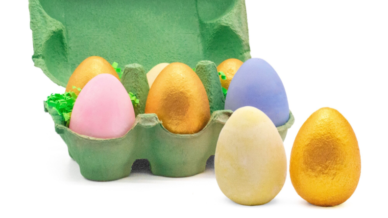 6 pieces of egg shaped sidewalk chalk in a green carton