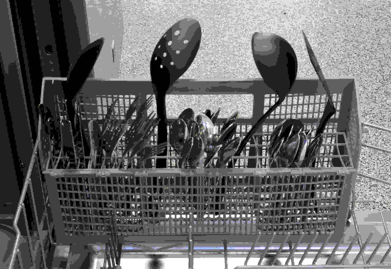 Bosch SHS5AV55UC cutlery basket capacity