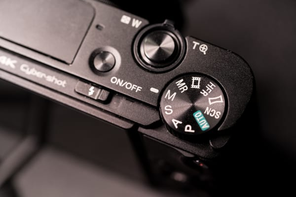 The mode dial allows users to switch between shooting modes quickly.