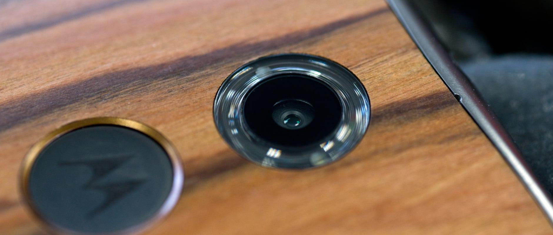 The rear camera of the Motorola Moto X (2014 edition)