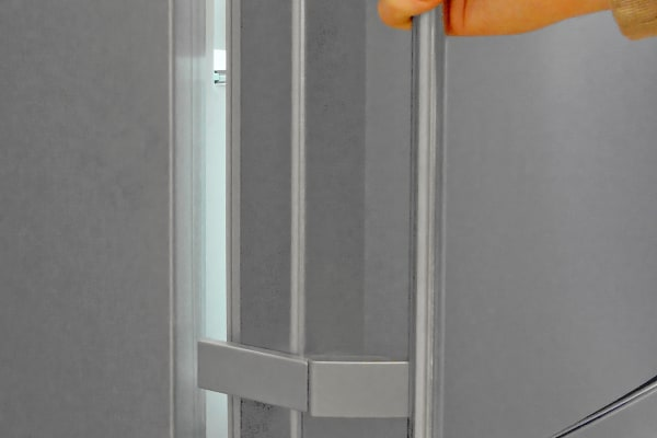 The Liebherr CS1360's handles utilize a hinge for easier access and fewer accidental openings.