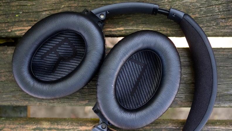 best-gifts-for-mom-2018-bose-quietcomfort-headphones