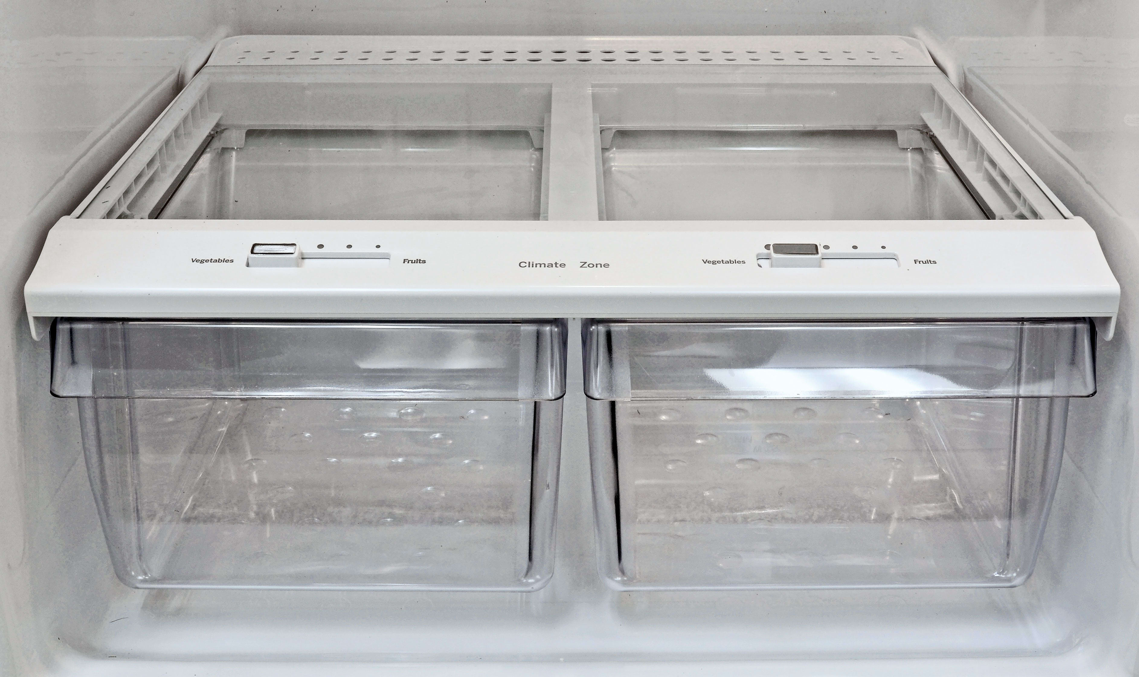 The GE GAS18P's crispers may look low tech, but they did a fine job retaining moisture—especially compared to other fridges in this style and price point.
