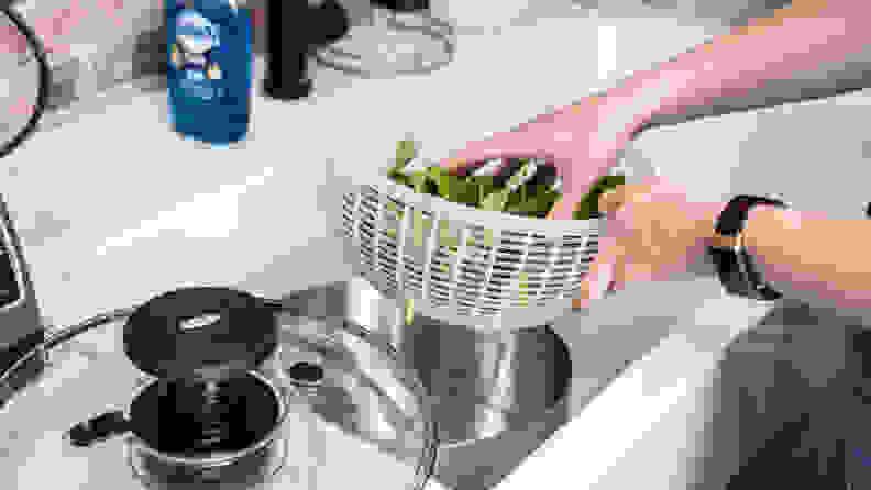 salad-washing