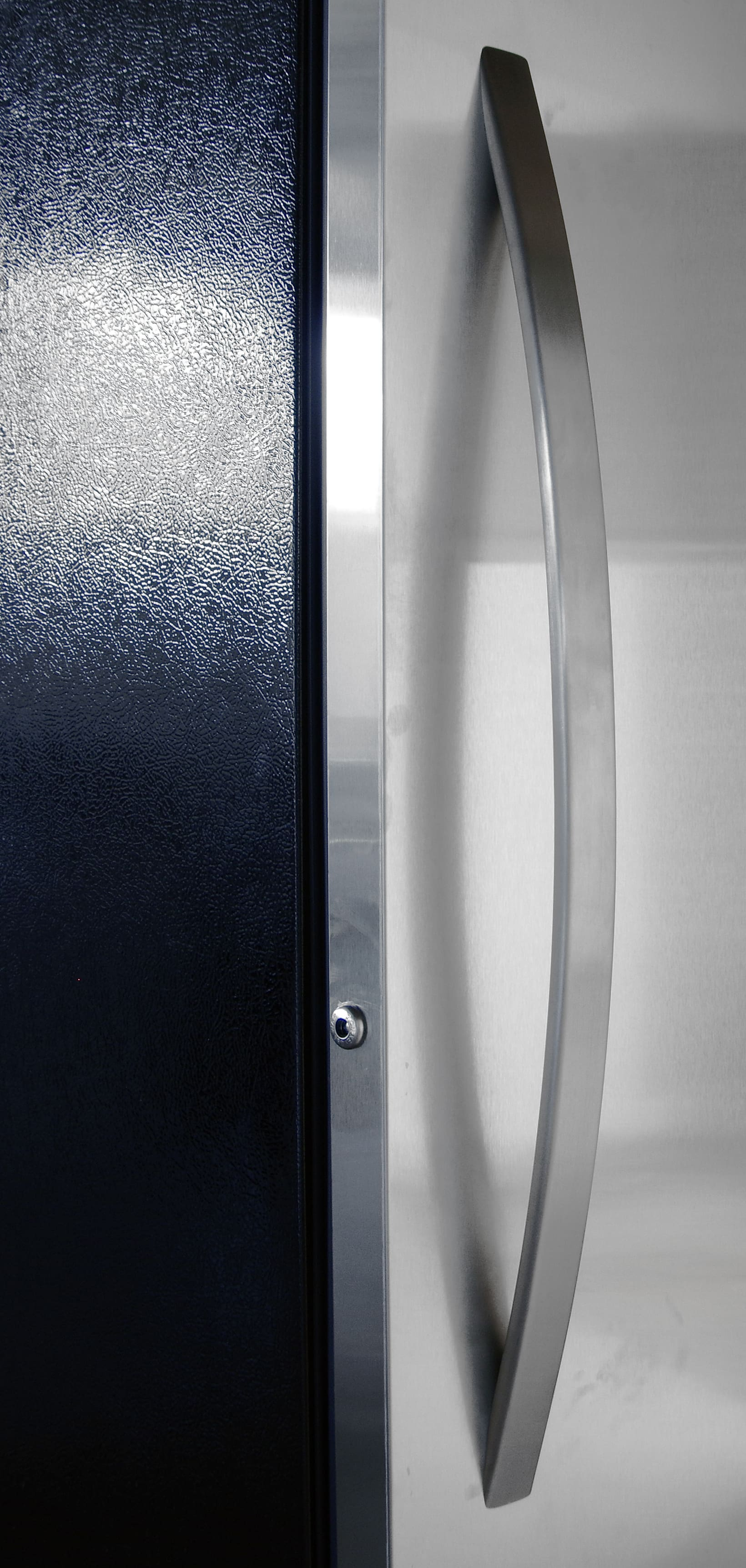 At almost two and a half feet, the Kenmore Elite 28093 has a long handle.