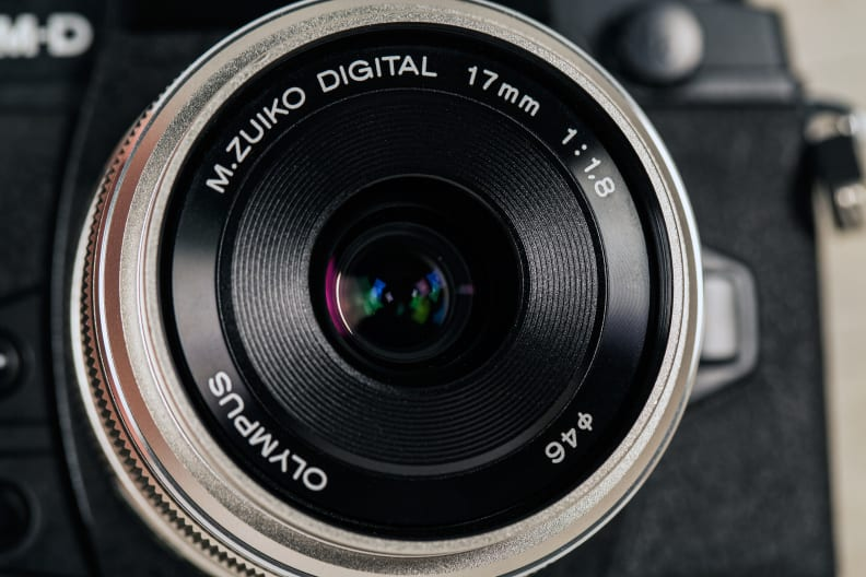 olympus-17mm-review-design-front.jpg