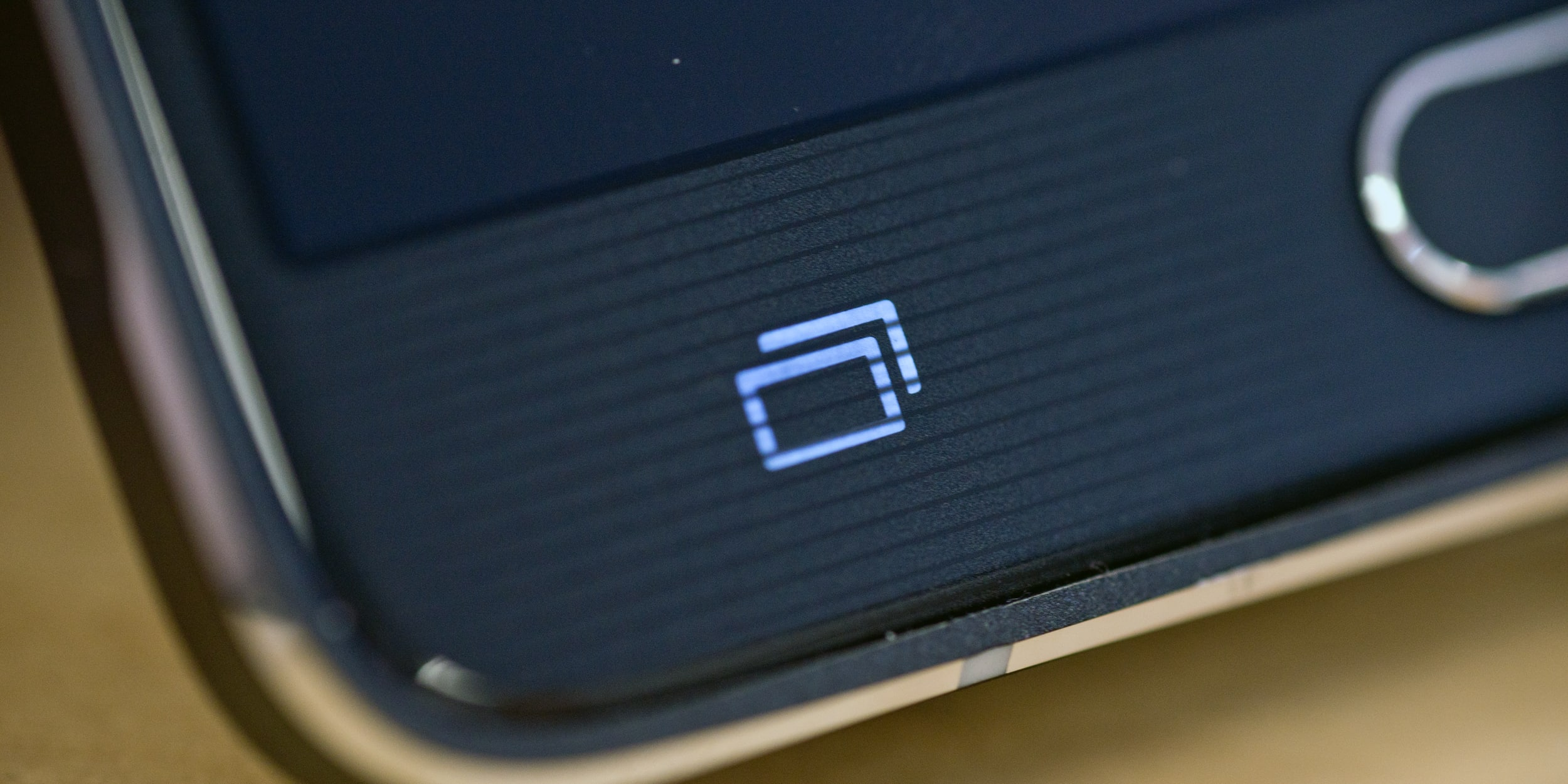 A photograph of the Samsung Galaxy Note 4's capacitive recent apps button.
