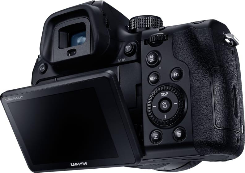 SAMSUNG-NX1-TILTING-LCD.jpg