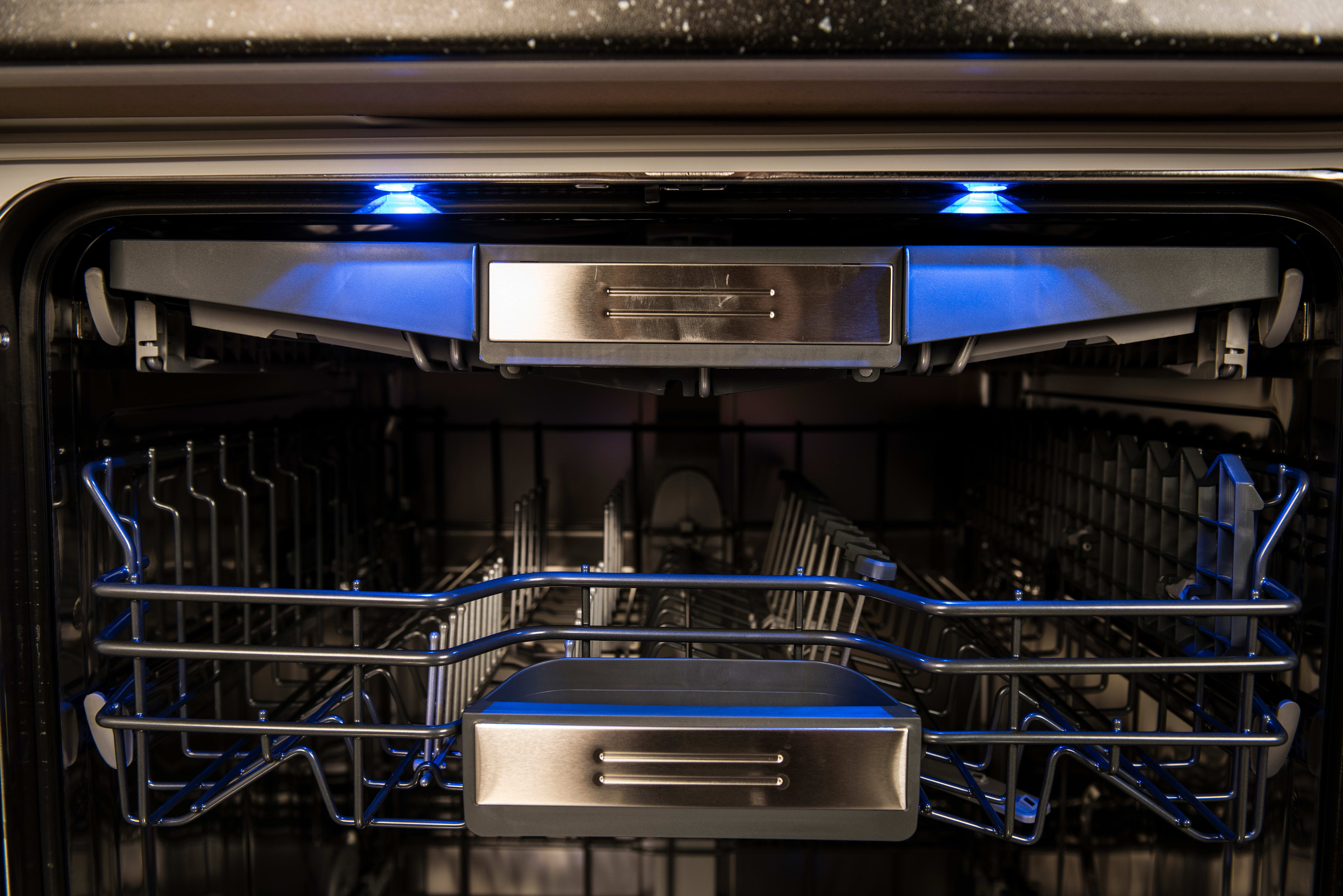 Thermador Sapphire DWHD650JPR glow in the dark