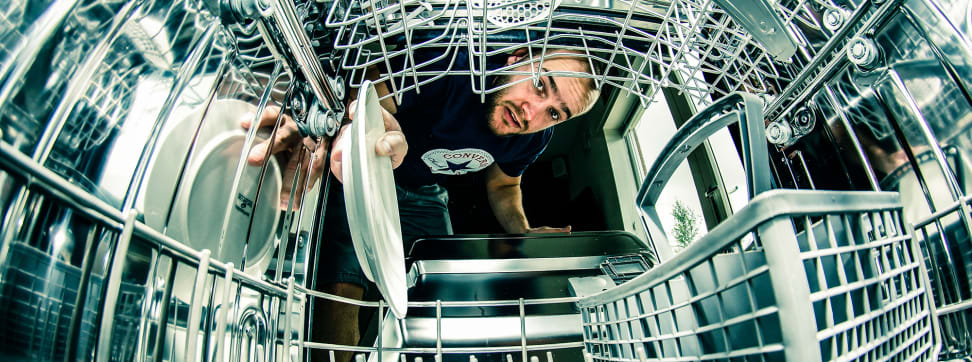 """Lies Your Mother Told You About Doing the Dishes [Credit: Flickr user """"n1ct4yl0r"""" (CC BY-NC-ND 2.0)]"""