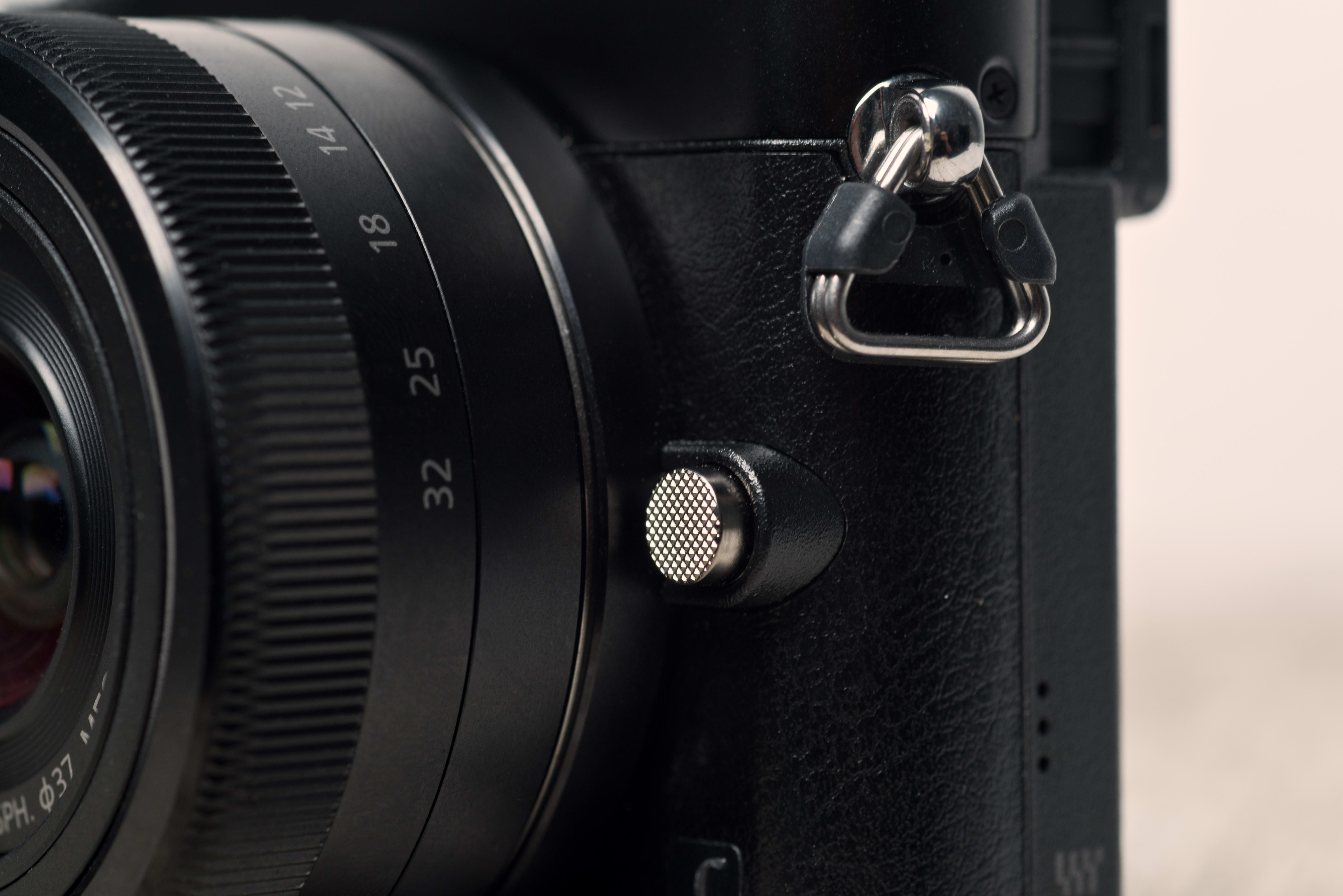 A photo of the Panasonic GM5's lens release button.