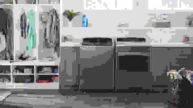 Whirlpool WTW7500GC top-loading washer.