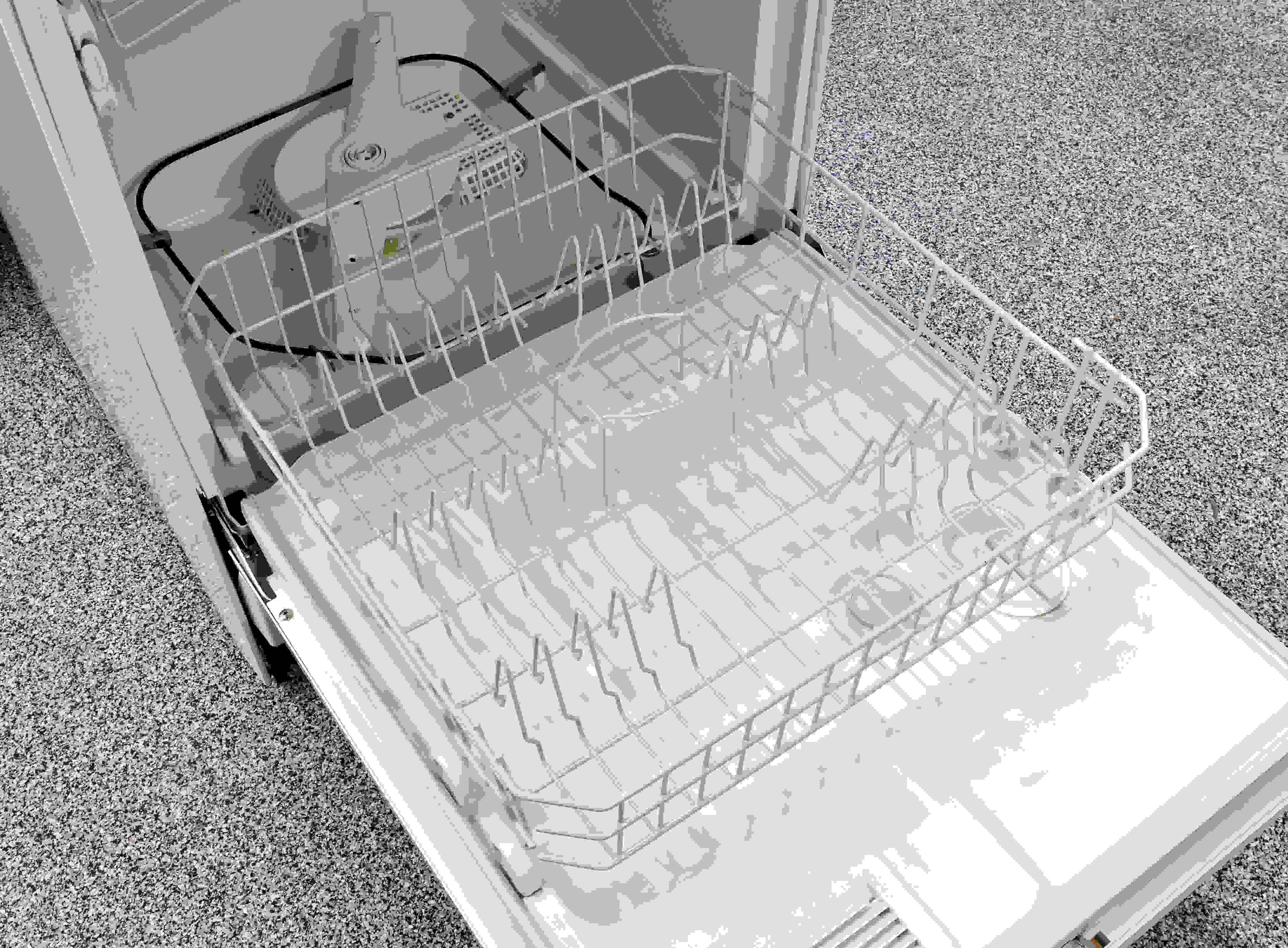 The GE GSC3500DWW's cutlery basket is easy to remove if you need to make room for large pots or pans.