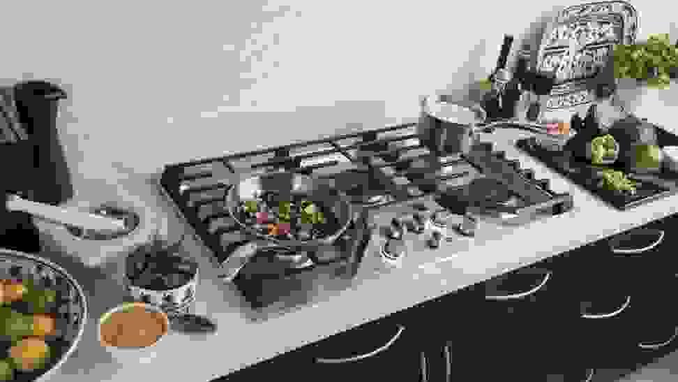 GE_Cafe_CGP9536SLSS_gas_cooktop