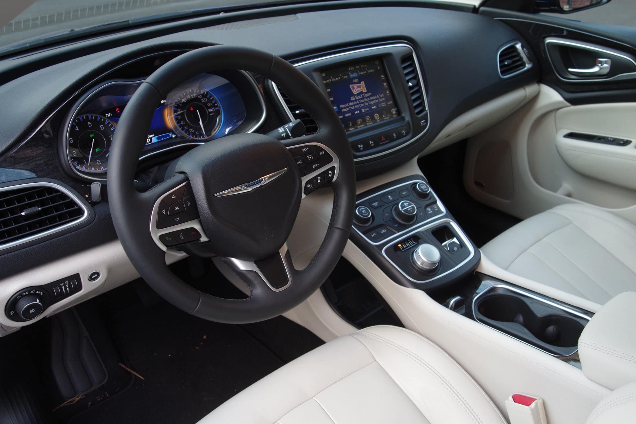 2015 Chrysler 200 dashboard