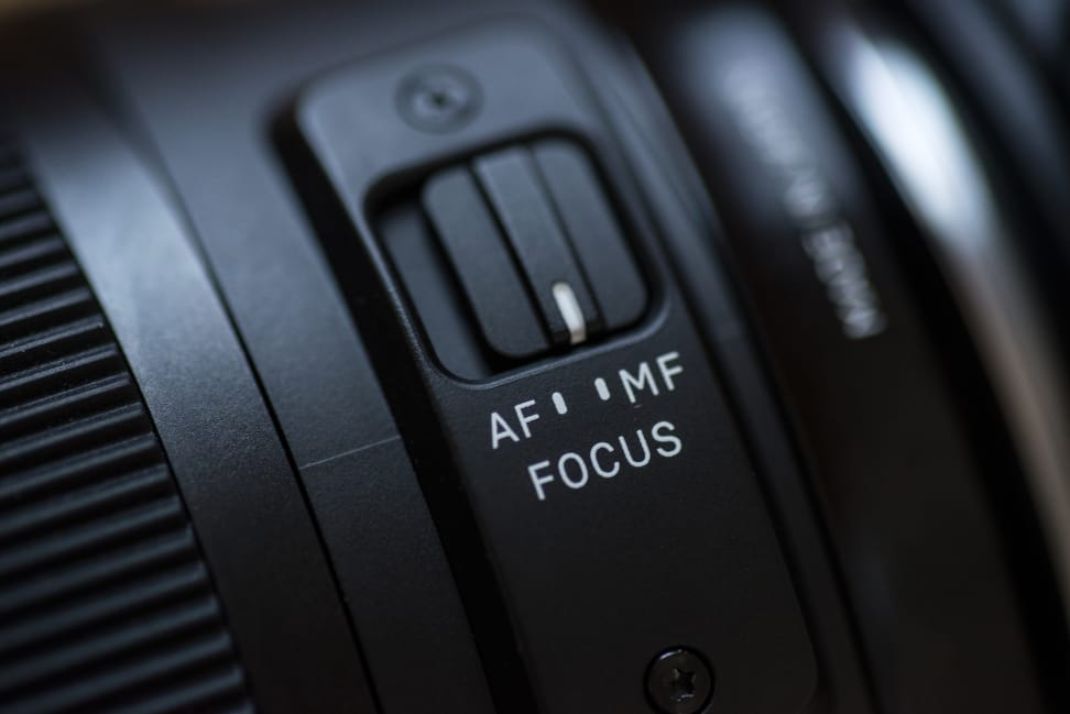 sigma-30mm-f1p4-review-design-focus-switch.jpg