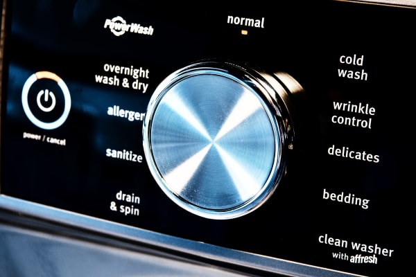 The MHW8200FC covers all the laundry bases.
