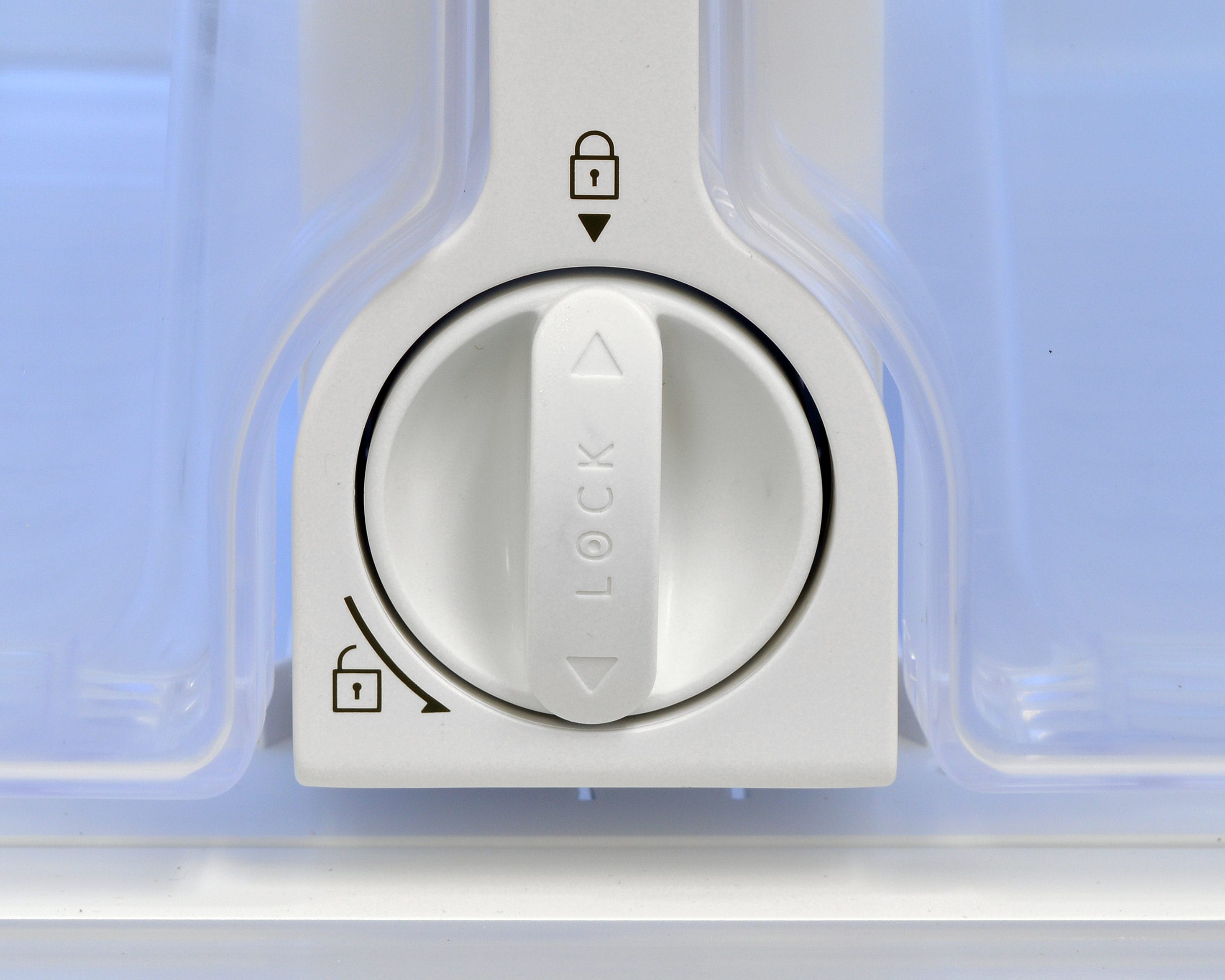 The Samsung RF260BEAESR's water filter is nestled in between the matching crisper drawers.