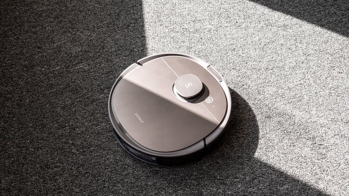 Ecovacs Deebot Ozmo T8 on carpet
