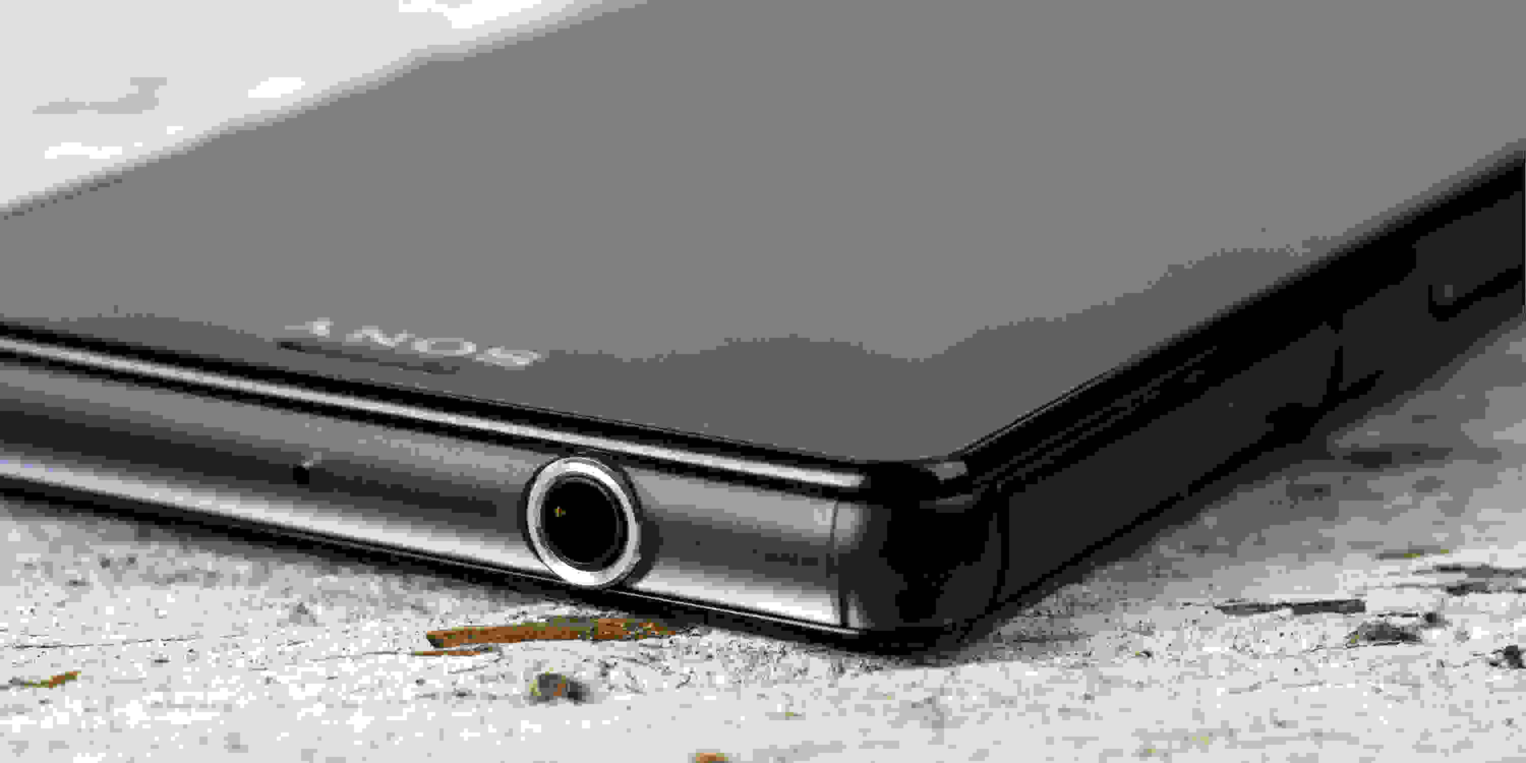 A photograph of the Sony Xperia Z3 Compact's headphone jack.