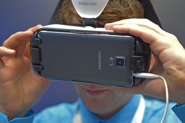 A Samsung booth attendant sets up the Gear VR.