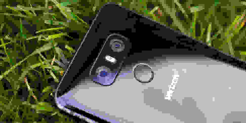 LG G6 In Grass