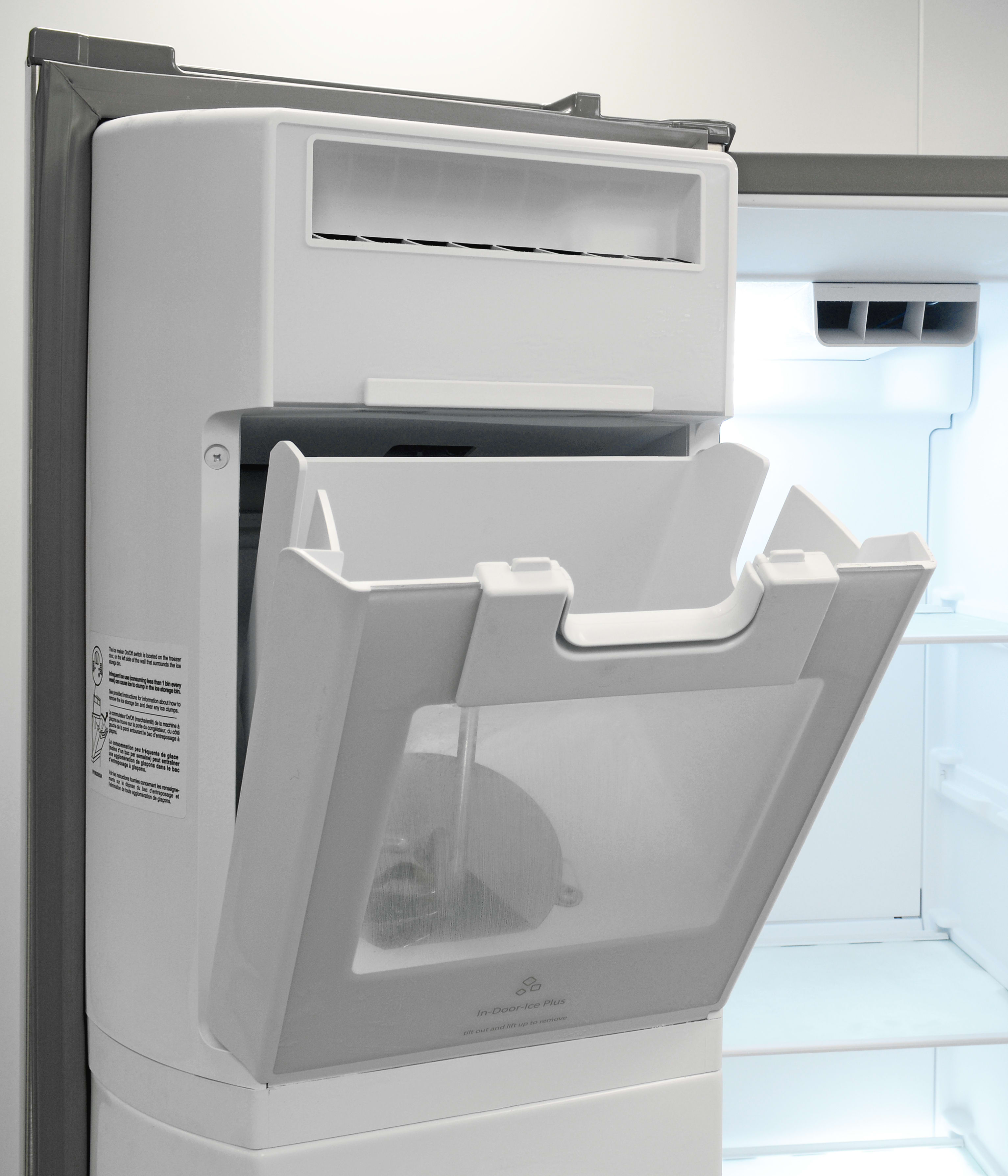 Exceptionnel The Whirlpool WRS571CIDMu0027s Door Mounted Icemaker Tilts Forward For Easy  Cube Access.