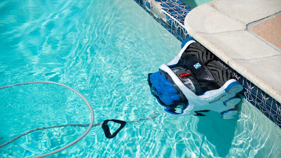 Hayward AquaVac 6 series 650 Robotic Pool Cleaner