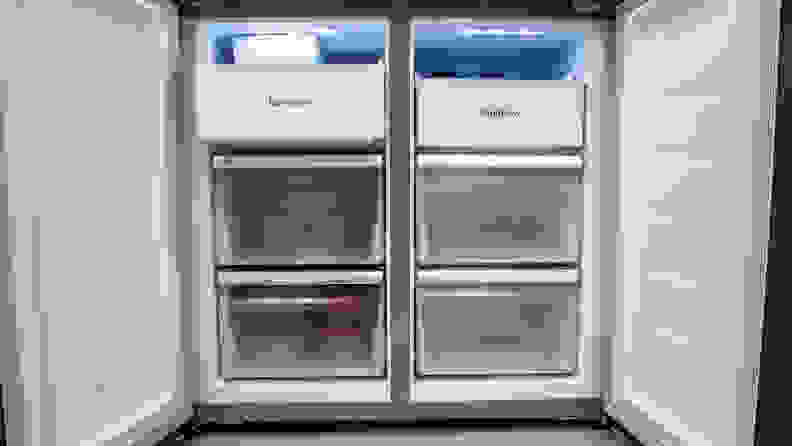The freezer of the Hisense HQD20058SV consists of two columns, with  three drawers each.