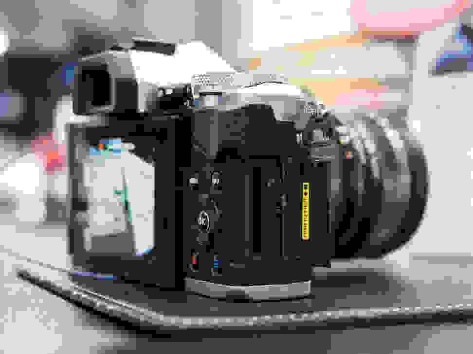 Olympus OM-D E-M5 –Memory Slot