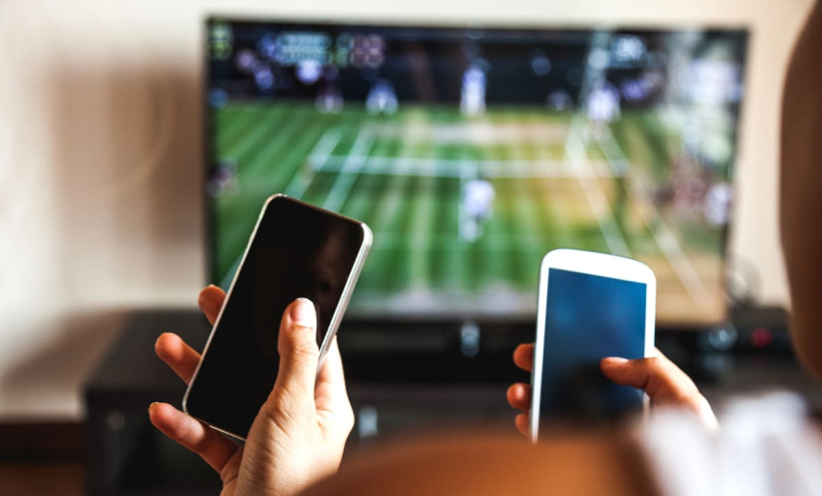 Here's why you shouldn't use your phone while watching TV
