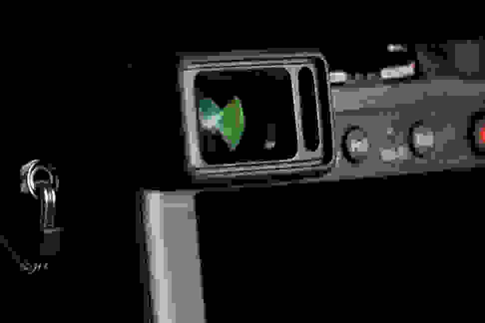 panasonic-lumix-lx1000-review-evf.jpg