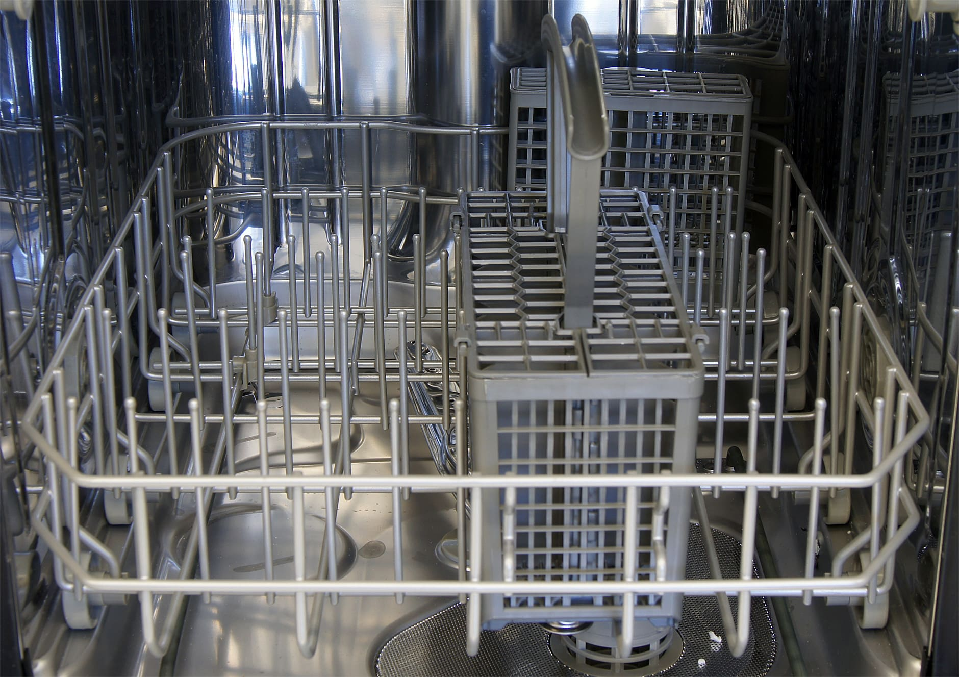 Kenmore Elite 14683 closeup of bottom rack