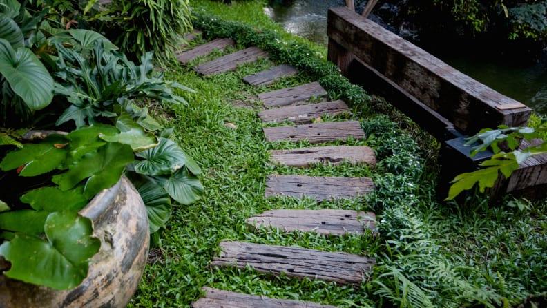 pallet garden path