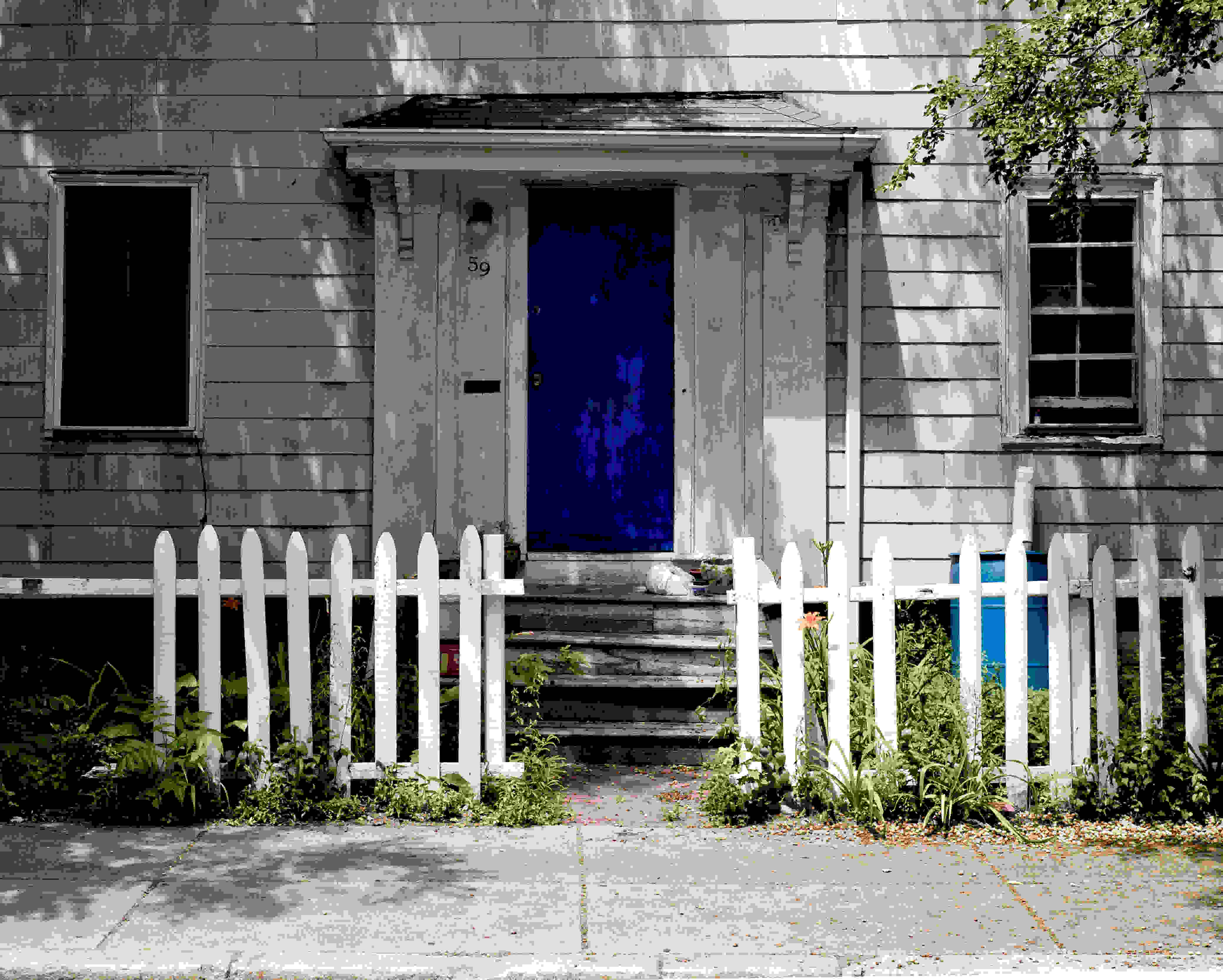 A photo of a blue door taken by the Leica Q (Type 116).
