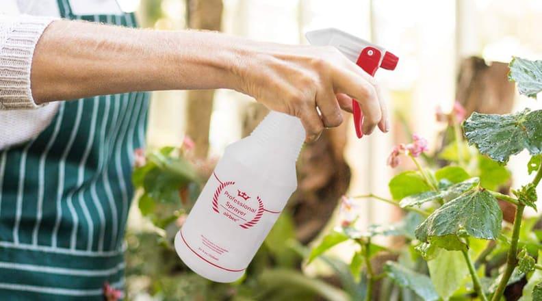 Uineko Plastic Spray Bottles