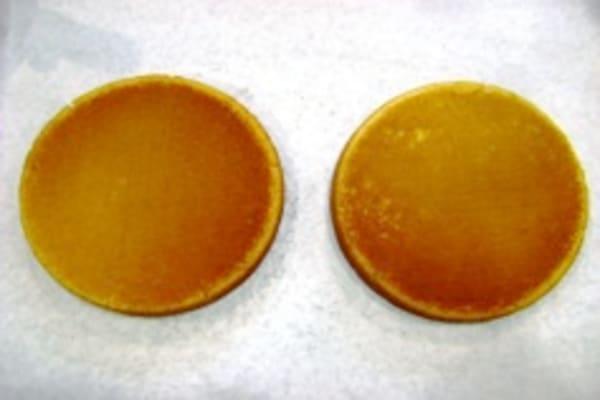 Upper oven cake bottoms