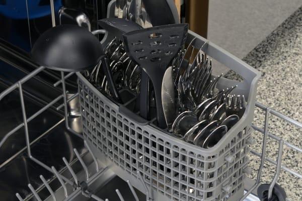 Frigidaire Professional FPID2497RF cutlery basket capacity