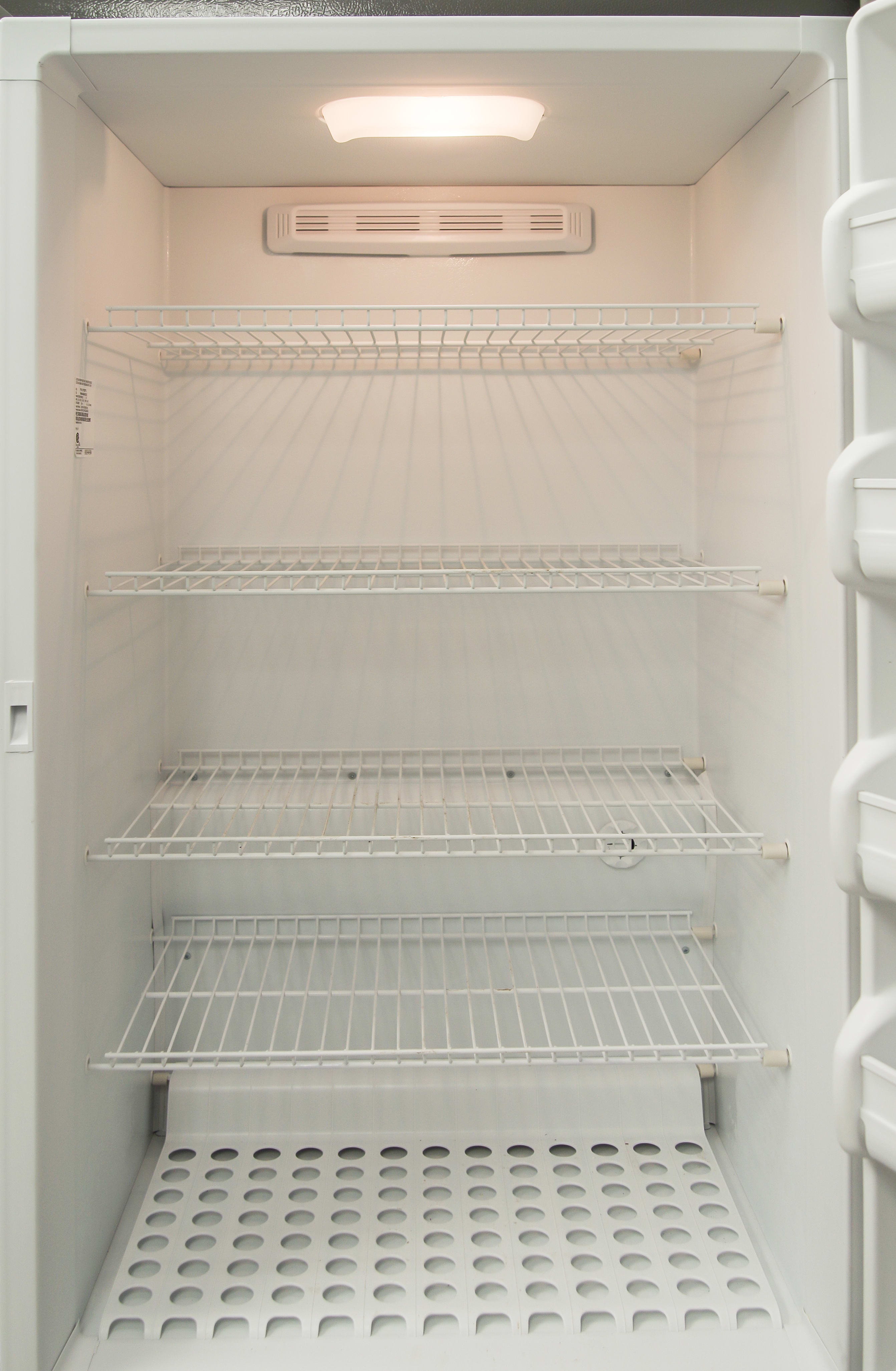 The Frigidaire FFU17F2PT's internal light should help you find your food more easily.