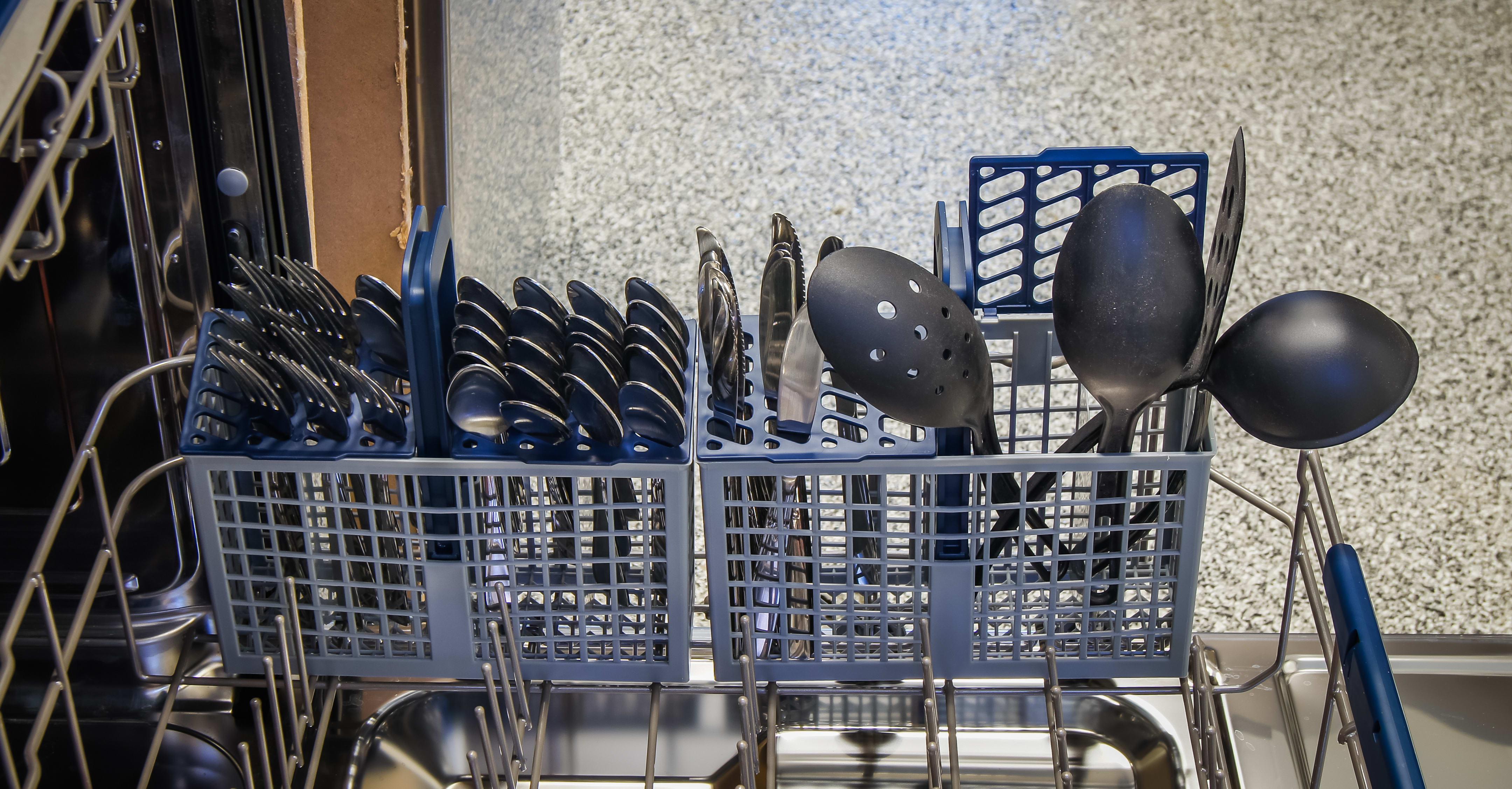 Samsung DW80H9930US cutlery basket capacity