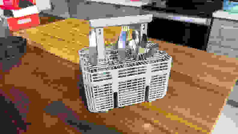 Hisense HUI6220XCUS Dishwasher Review — Cutlery basket