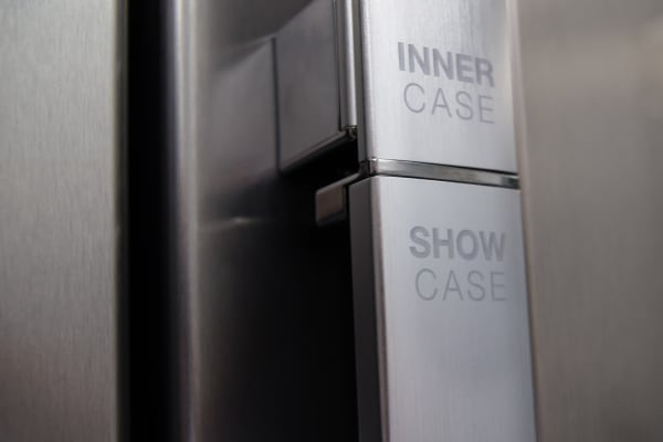 The Samsung RH29H9000SR Food Showcase's fridge door handle is divided into an upper and lower section.