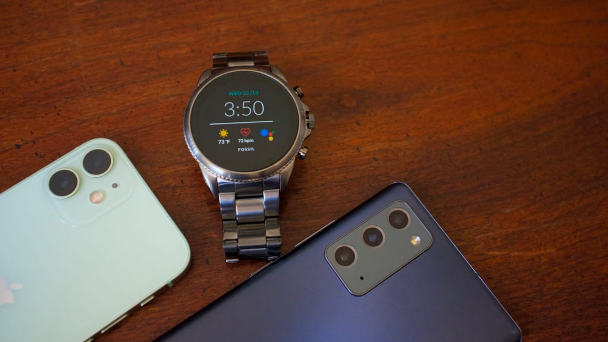 A smartwatch in the middle of two smartphones