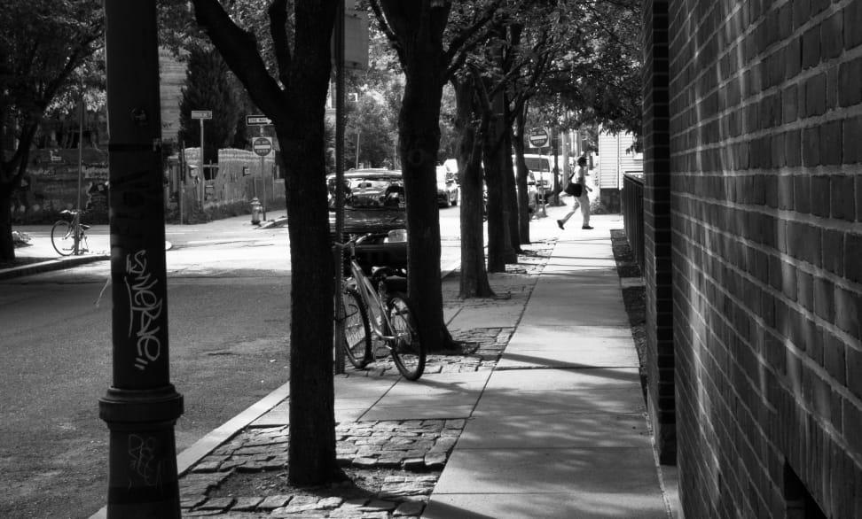 LG G4 Street Walking Sample