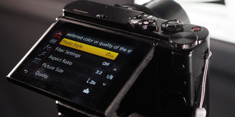 Panasonic Lumix LX10 rear touchscreen