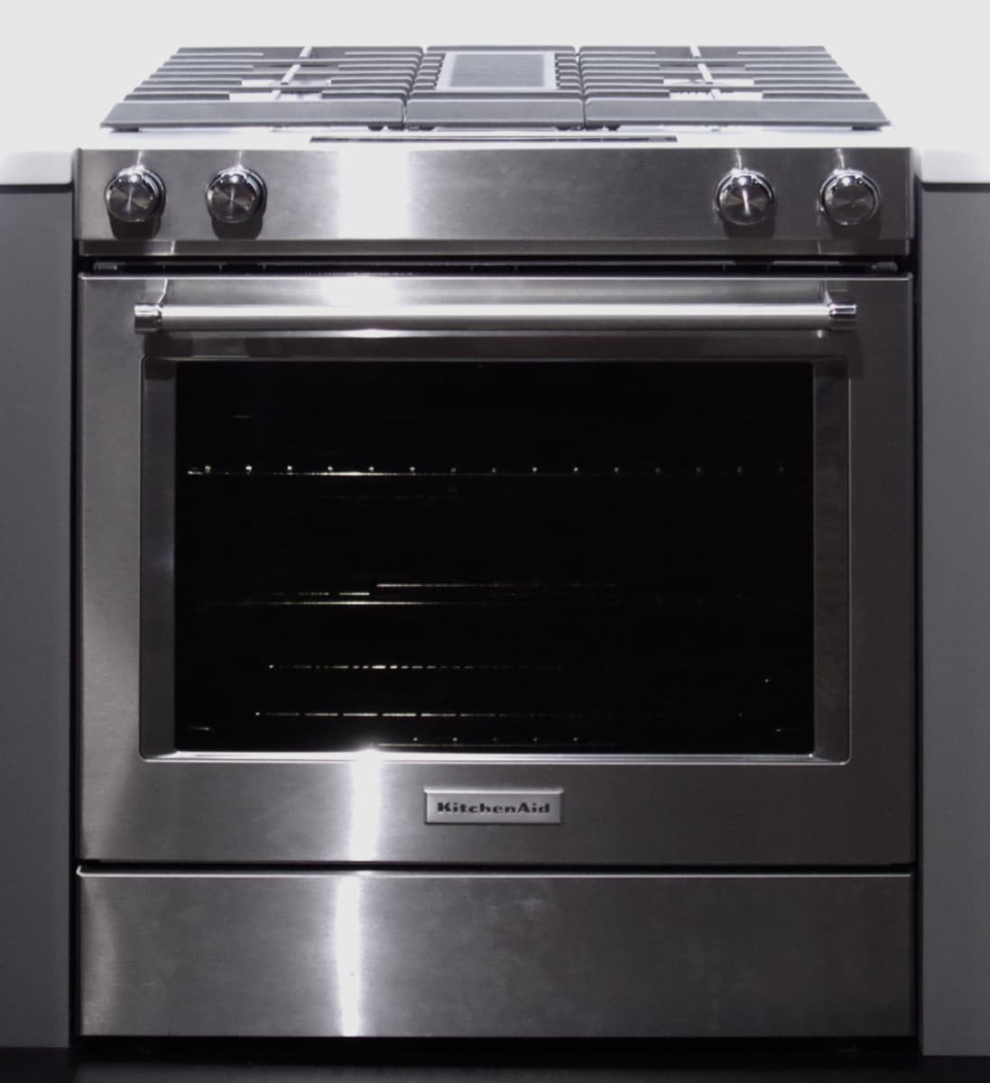 The kitchenaid ksdg950ess downdraft range features built in ventilation between the two rows of burners